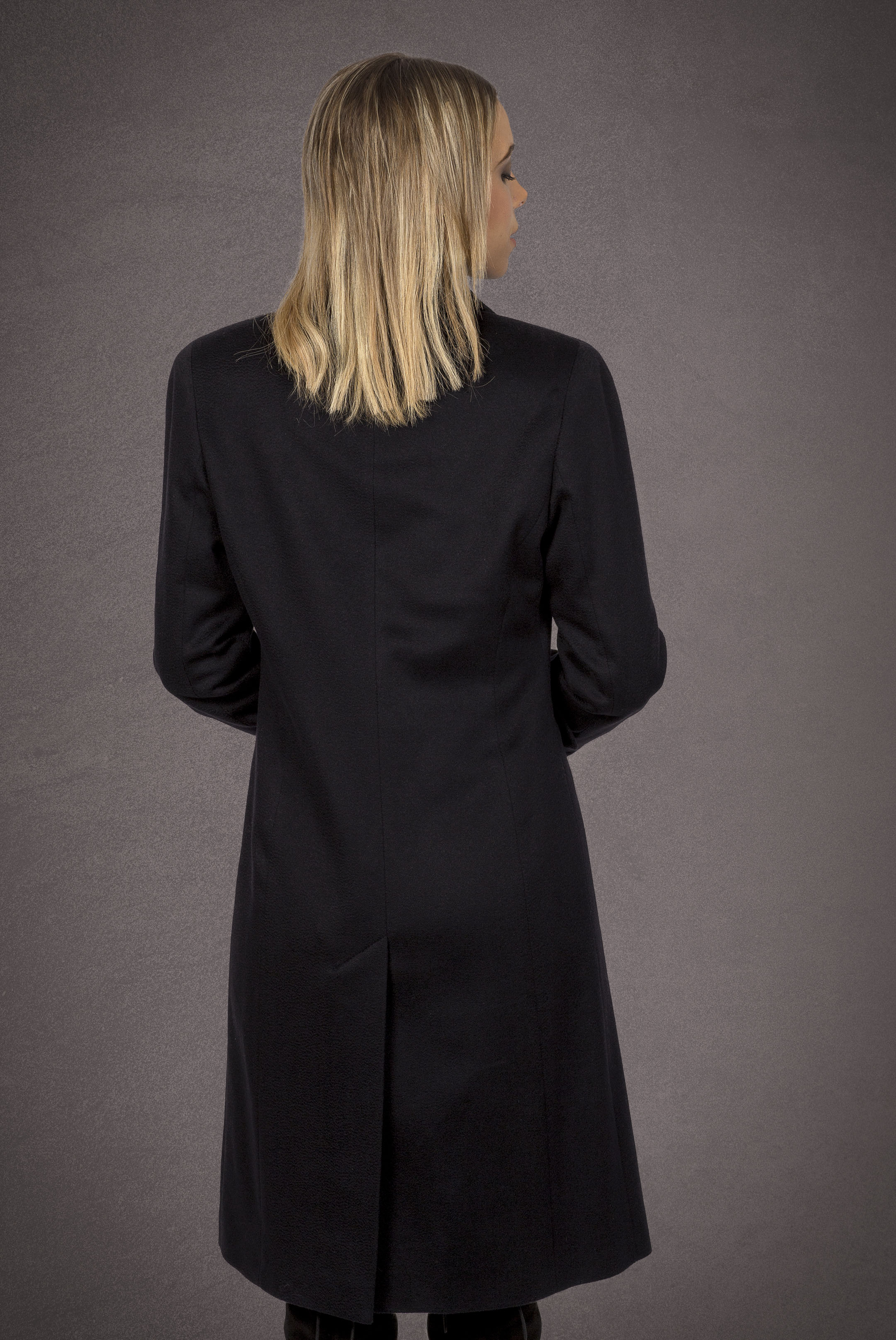 Meldes De Luxe – Fitted 100% cashmere coat with wide tailored collar – Dark blue - Ref: 455-2-02